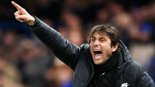 Conte, dando instrucciones en su etapa del Chelsea.