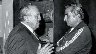 Santiago Bernabéu conversa con Miguel Muñoz