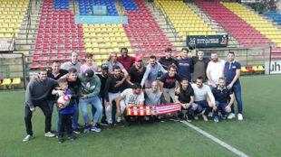 Los jugadores del Sant Andreu, sobre el césped del Narcís Sala