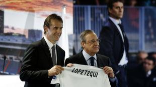 Julén Lopetegui y Florentino Pérez, en la presentación del ya...