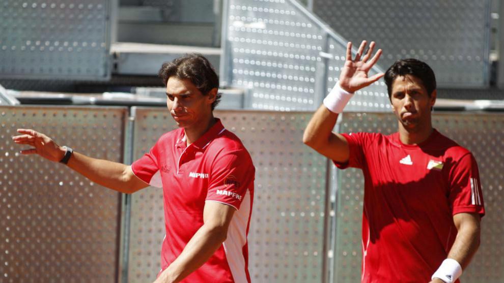 Nadal y Verdasco saludan durante un encuentro de Copa Davis