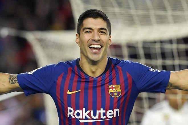 Suárez celebra uno de los goles que marcó en el Clásico.