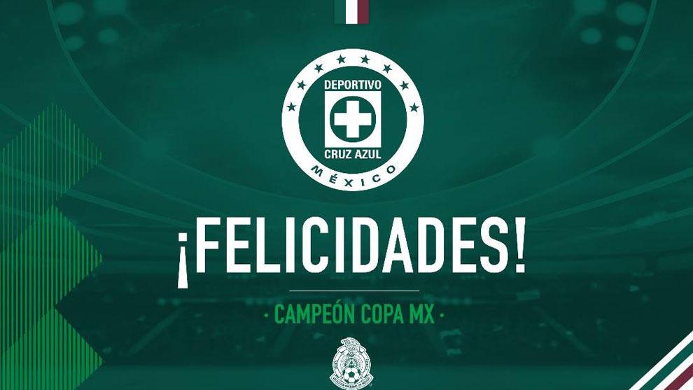 La selección mexicana celebra el triunfo de la selección mexicana.