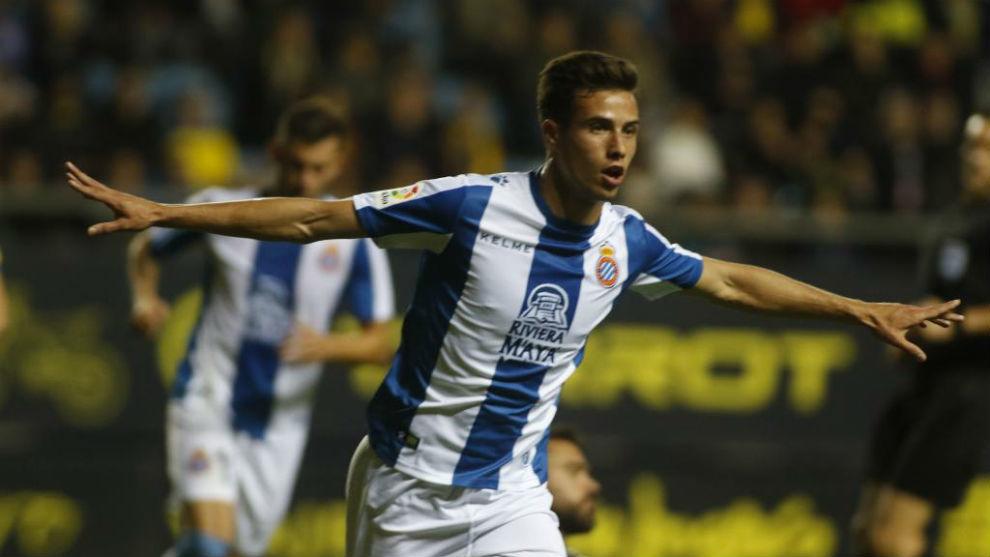 Puado celebra el gol en el Ramón de Carranza.