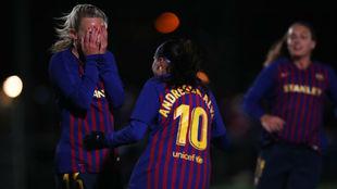Toni Duggan y Andressa Alves celebran el primer gol azulgrana.