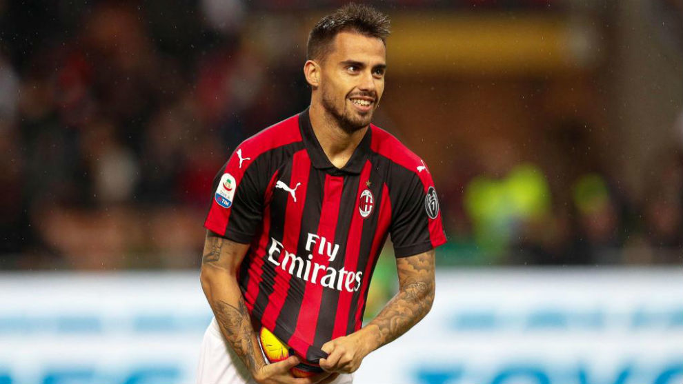 Suso in a match with Milan.