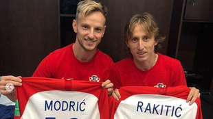 Modric y Rakitic se intercambiaron las camisetas tras la final del...