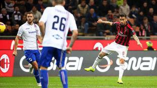 Suso marca desde fuera del área contra la Sampdoria.