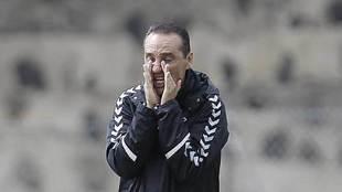 José Luis Oltra, a grito pelado durante el entrenamiento del...