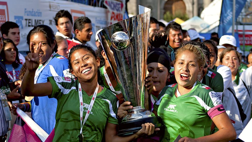 México femenil festeja su título en la HWC 2012
