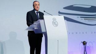 Florentino Pérez en el acto de las 'Insignias 2018'