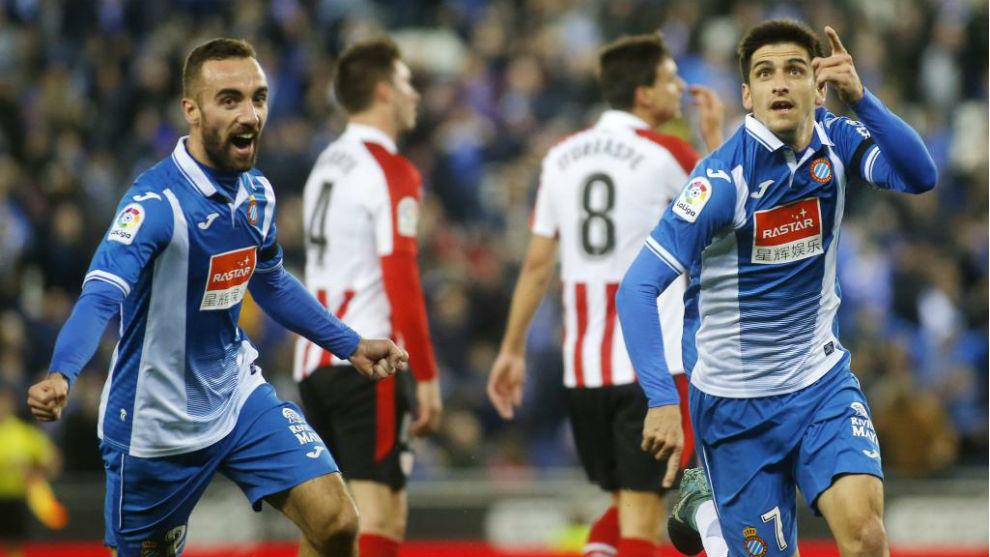Gerard Moreno y Darder celebran un gol en el Espanyol-Athletic de la...