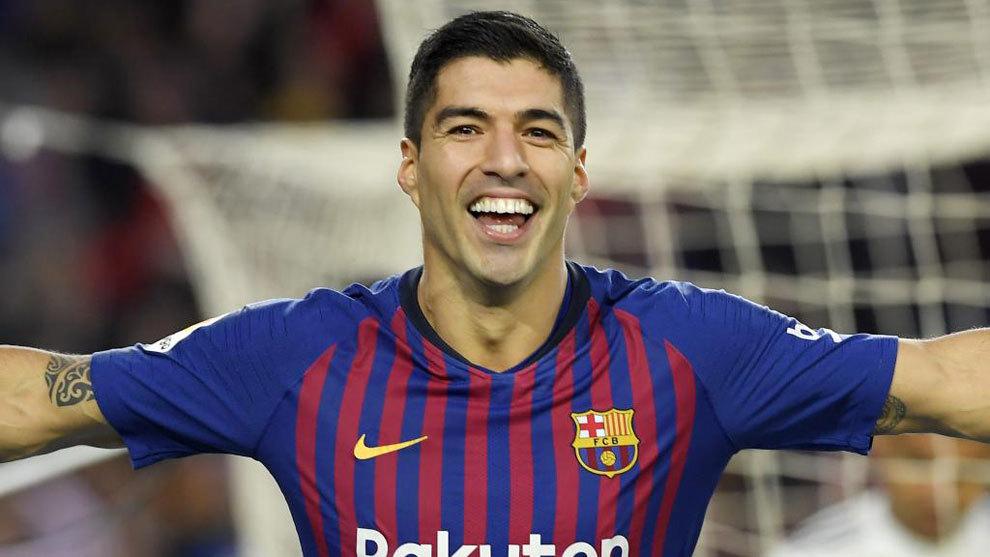 Luis Suarez celebrates his goal against Rayo Vallecano