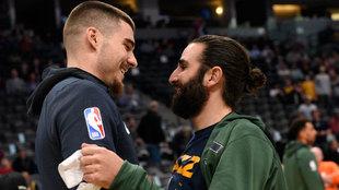 Juancho y Ricky se saludan antes del choque
