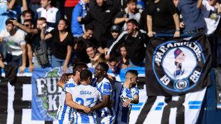 Los jugadores del Leganés celebran el gol ante el Atlético.