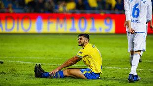 Rafa Mir se lamenta ante el Deportivo.