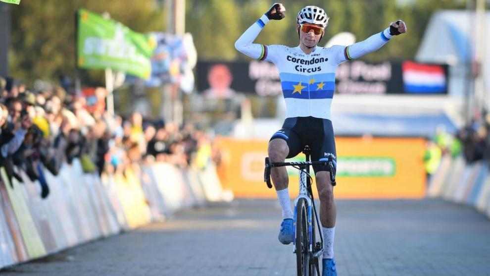 Van der Poel gana la Cyclocross Ruddervoorde hace una semana.