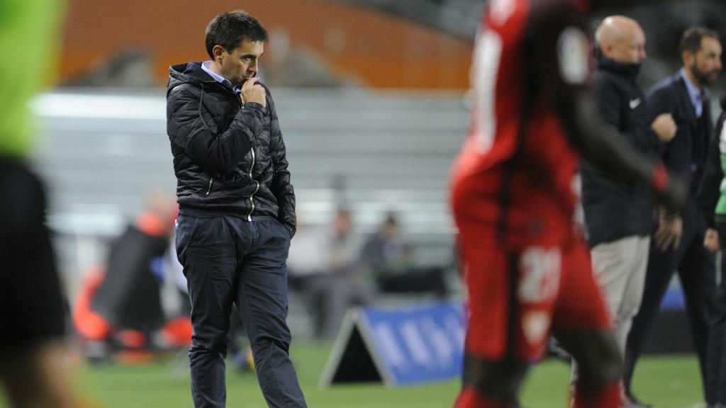 Garitano pensativo en el partido contra el Sevilla