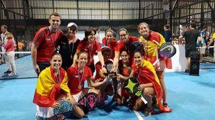 El equipo femenino celebra su tercer Mundial consecutivo