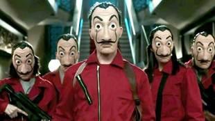 Los ladrones de La Casa de Papel con sus famosas máscaras de Dalí