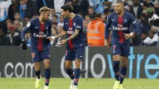 Di María celebra un gol contra el Marsella con Neymar y Mbappé.