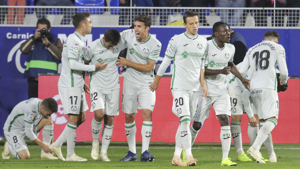 Los jugadores del Getafe celebran el gol de Jorge Molina.