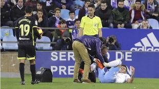 Simone Grippo, en el suelo tras caer lesionado.