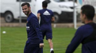 Álvaro Vázquez sonríe, durante un entrenamiento.