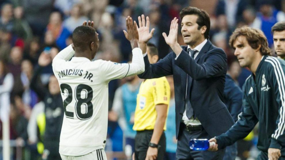 Vinícius celebra la jugada que provocó el 1-0 con Solari.
