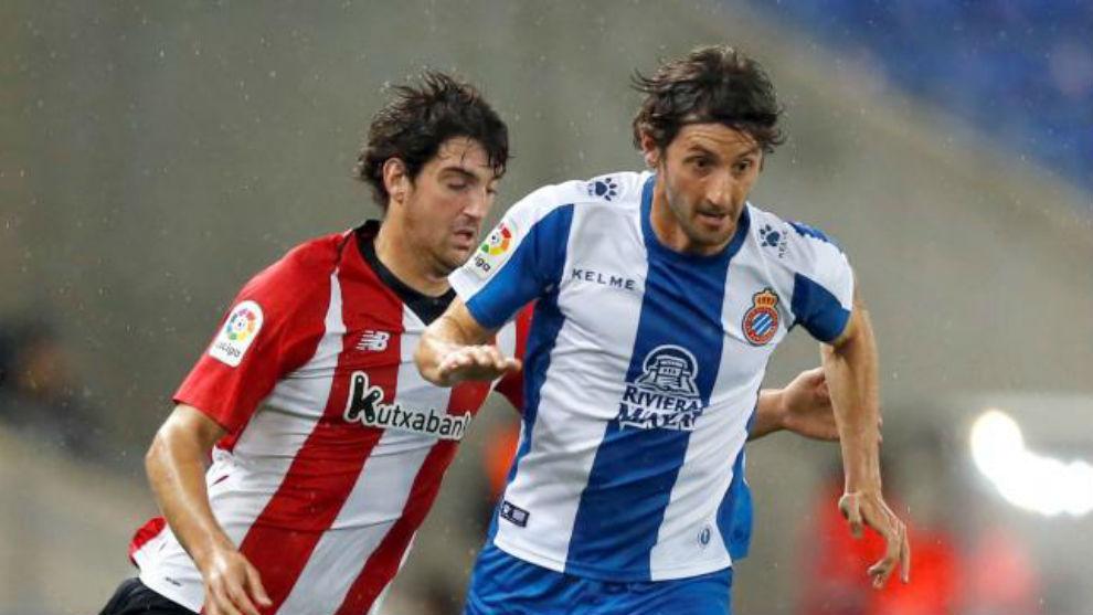 Esteban Granero pelea por un balón.