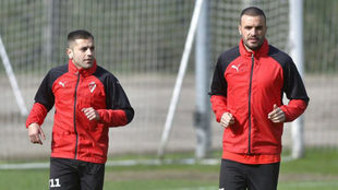 Rubén Peña y Pedro León, en un entrenamiento del Eibar.