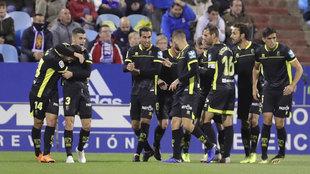 Jugadores del Granada celebran un gol en La Romareda.