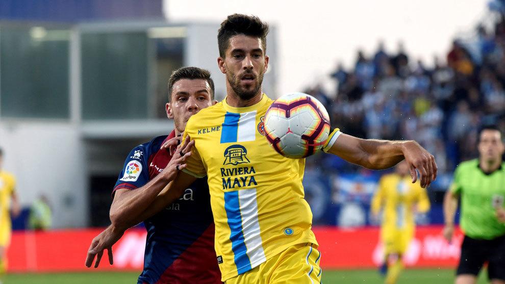 Dídac Vila frente al Huesca.