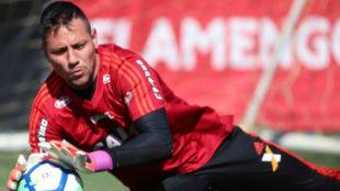 Diego Alves, en un entrenamiento con el Flamengo.