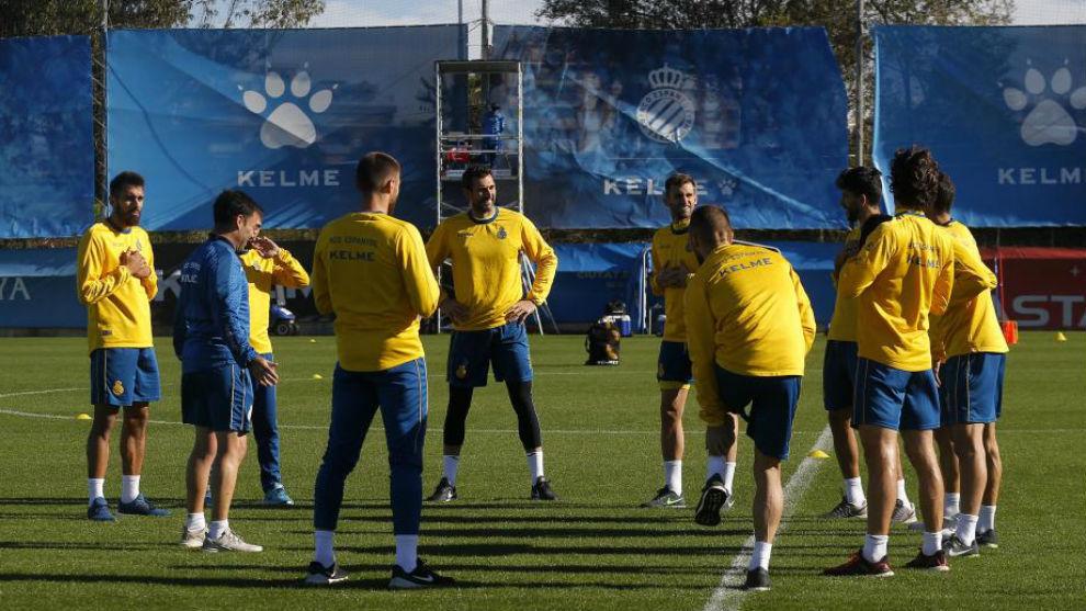 El Espanyol se entrena en la Ciudad Deportiva.
