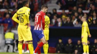 Lucas Hernández, con molestias en el partido contra el Dortmund.