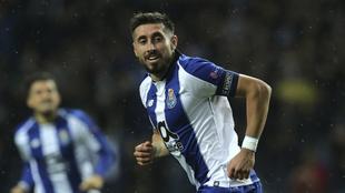 Héctor Herrera festeja su gol ante el Lokomotiv