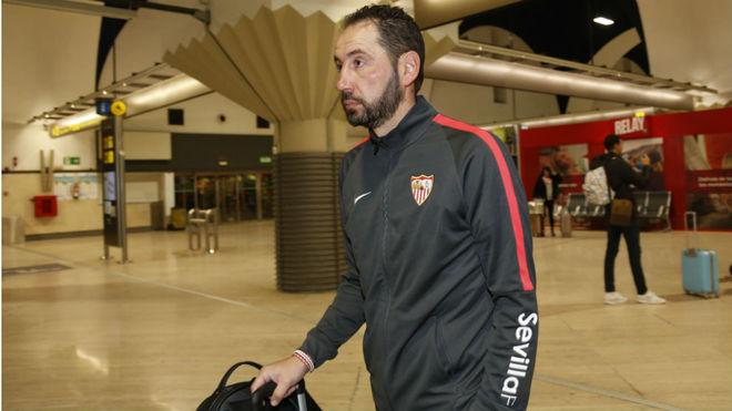 Pablo Machín, en el aeropuerto de Sevilla.