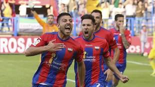 Zarfino celebra su gol al Cádiz en el Francisco de la Hera