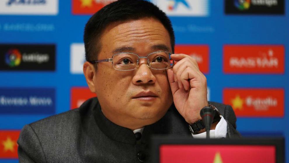Chen Yansheng, en una rueda de prensa en el RCDE Stadium.