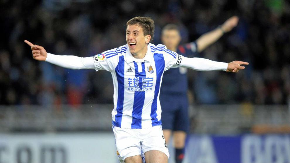Oyarzabal celebra un gol al Barça en la temporada de su debut.