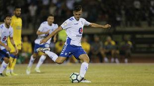 Juan Villar, lanzando un penalti la temporada pasada ante Las Palmas...