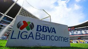El tema de los dobles contratos vuelve a invadir el fútbol mexicano.