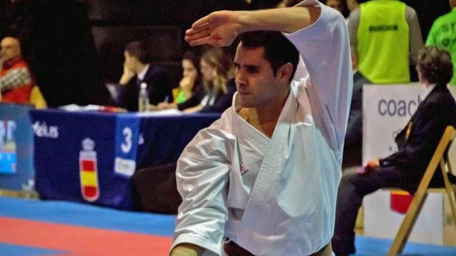Fran Lozano, durante una competición de katas.