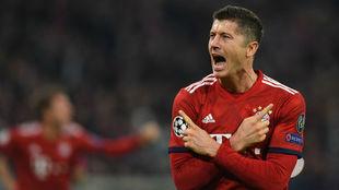Robert Lewandowski (30) celebra el segundo tanto del Bayern