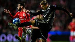 Un lance del partido entre Benfica y Ajax en Lisboa