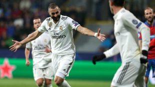 Benzema festeja un tanto de Champions