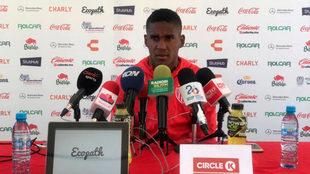 Brayan Beckeles en conferencia de prensa.
