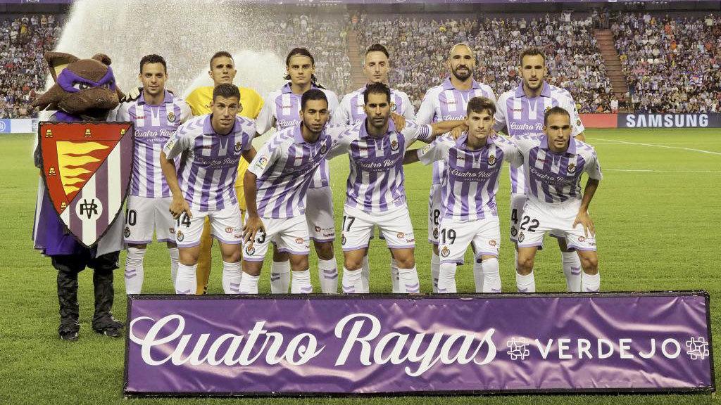 Los jugadores del Valladolid posan para la prensa antes de enfrentarse...