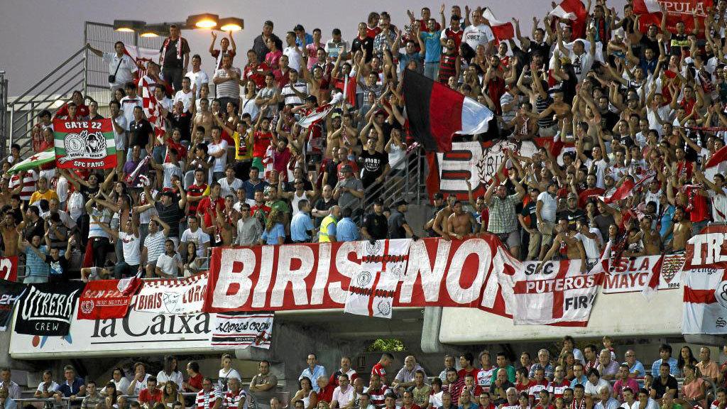 Aficionados del grupo ultra 'Biris', durante un partido del Sevilla.